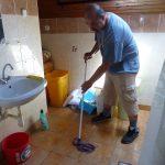 Nagytakarítás egy csepeli gyermekotthonban