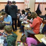 Cipősdoboz ajándék egy csepeli gyermekotthon lakóinak